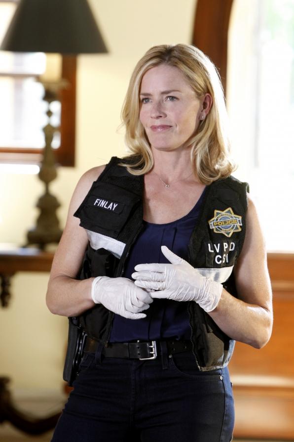 CSI: Elisabeth Shue in una scena dell'episodio Frame by Frame