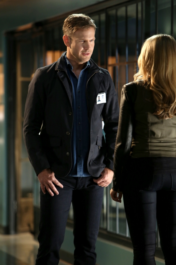 CSI: Matthew Davis in una scena di Past Pawns