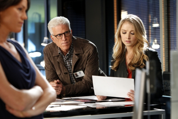 CSI: Ted Danson ed Elizabeth Harnois nell'episodio Helpless