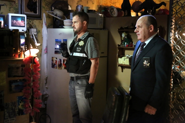 CSI: Paul Guilfoyle e George Eads nell'episodio Check in and Check Out