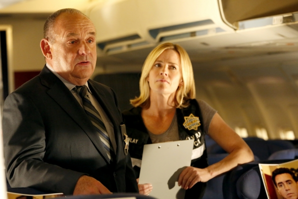 CSI: Paul Guilfoyle ed Elisabeth Shue in una scena dell'episodio Keep Calm and Carry On
