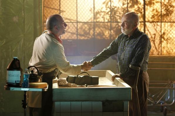 CSI: Robert David Hall in una scena dell'episodio De Los Muertos