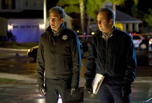 CSI: David Berman ed Eric Szmanda in una scena dell'episodio De Los Muertos