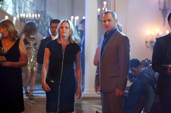 CSI: George Eads e Elisabeth Shue nell'episodio Consumed