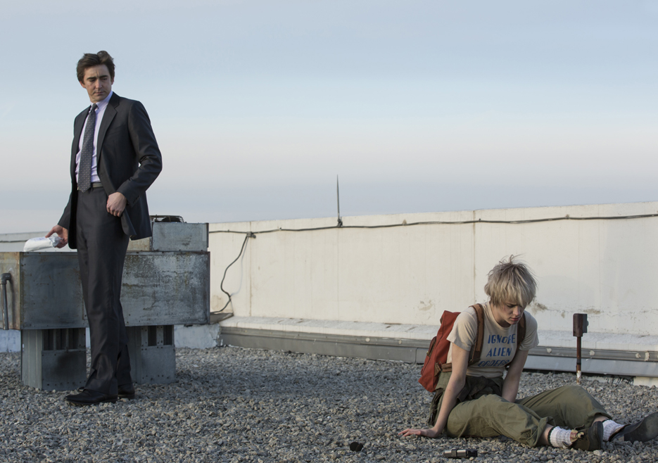 Halt and Catch Fire: Mackenzie Davis e Lee Pace nell'episodio Close to the Metal
