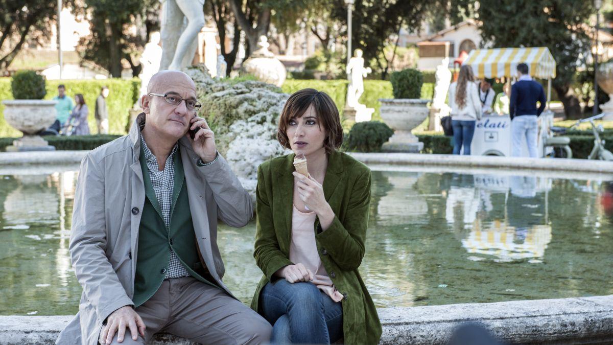 Confusi e felici: Claudio Bisio con Anna Foglietta in una scena