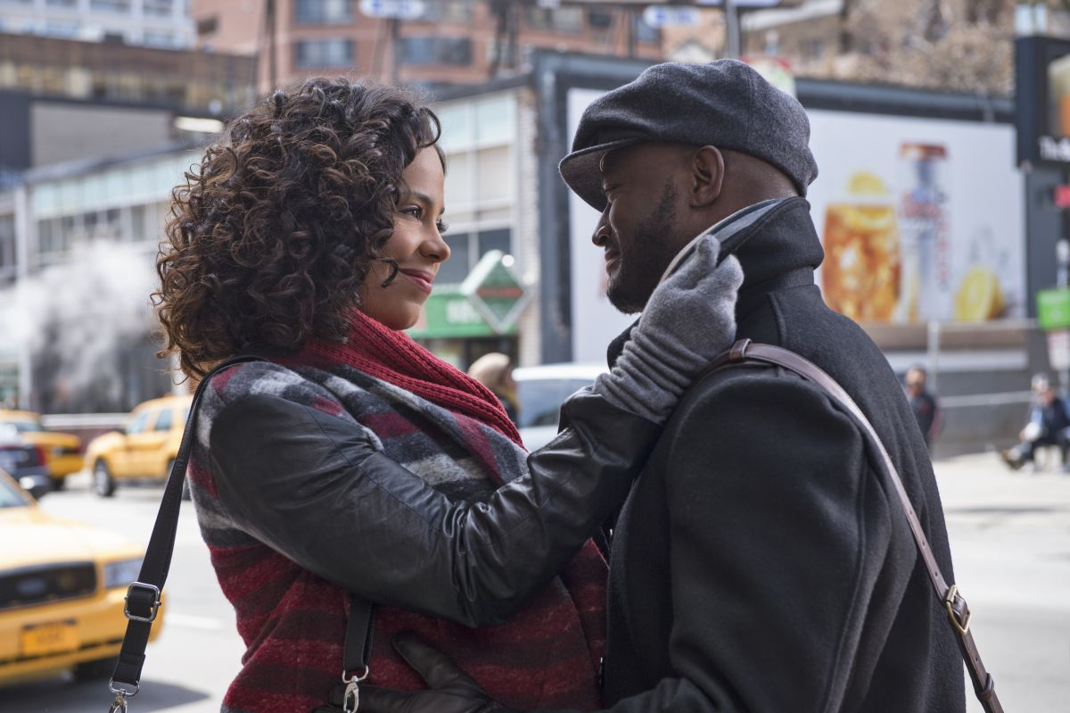 The Best Man Holiday: Taye Diggs insieme a Sanaa Lathan in una tenera scena del film