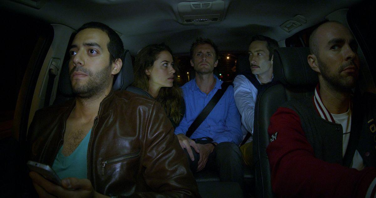 Babysitting: Franck con i suoi amici in una scena del film