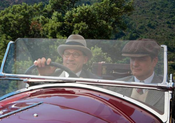 Magic in the Moonlight: Simon McBurney e Colin Firth in auto