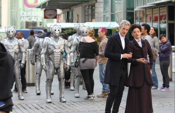 Doctor Who: Peter Capaldi in un'immagine dal set della serie