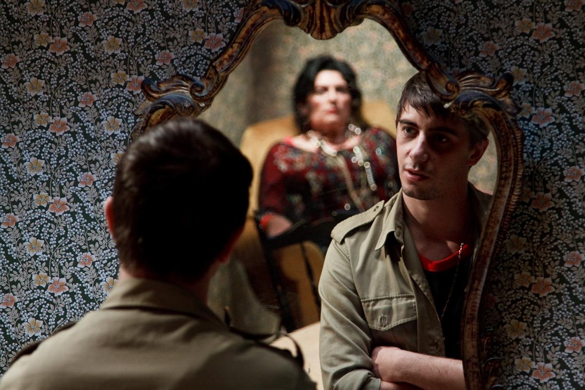 Paranormal Stories: Anna Maria Teresa Ricci con Daniel Terranegra in una scena dell'episodio 'La Medium'