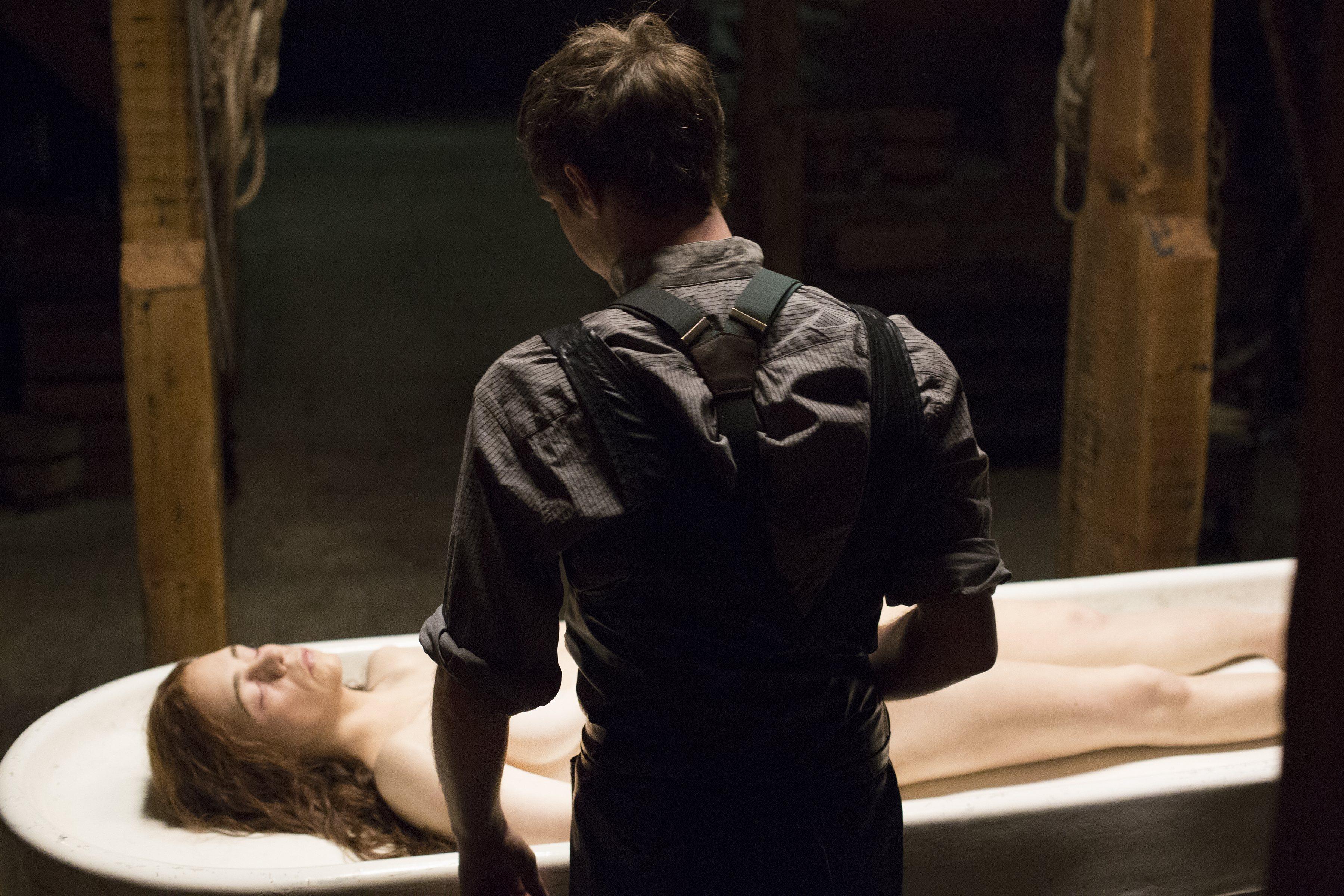 Penny Dreadful: Billie Piper e Harry Treadaway nell'episodio Grand Guignol