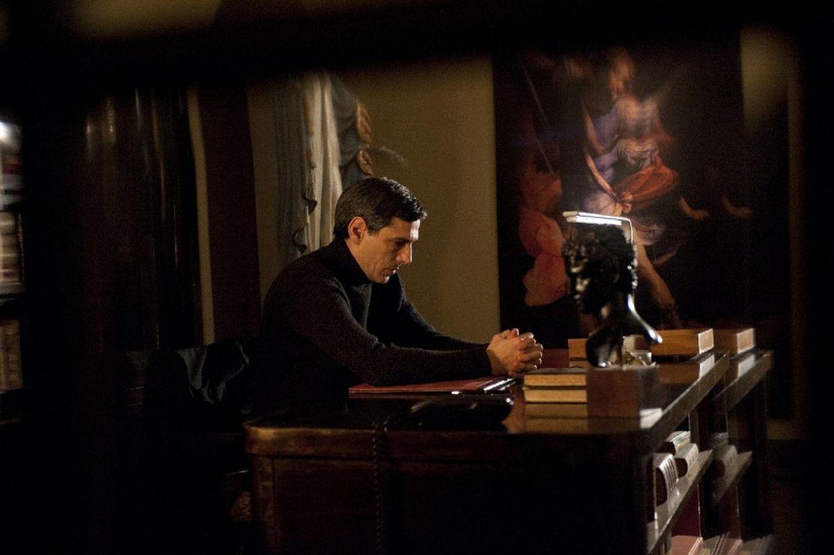La madre: Stefano Dionisi è Padre Paolo in una scena del film di Angelo Maresca