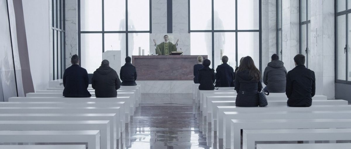La madre: Stefano Dionisi nei panni di Don Paolo in una scena del film di Angelo Maresca