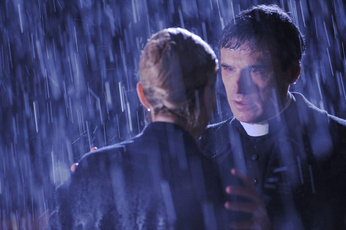 La madre: Stefano Dionisi e LAura Baldi (di spalle) in una scena del film