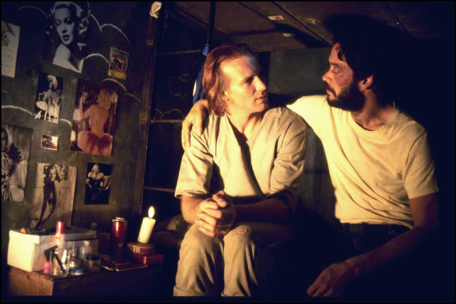 Il bacio della donna ragno: William Hurt e Raul Julia in una scena del film