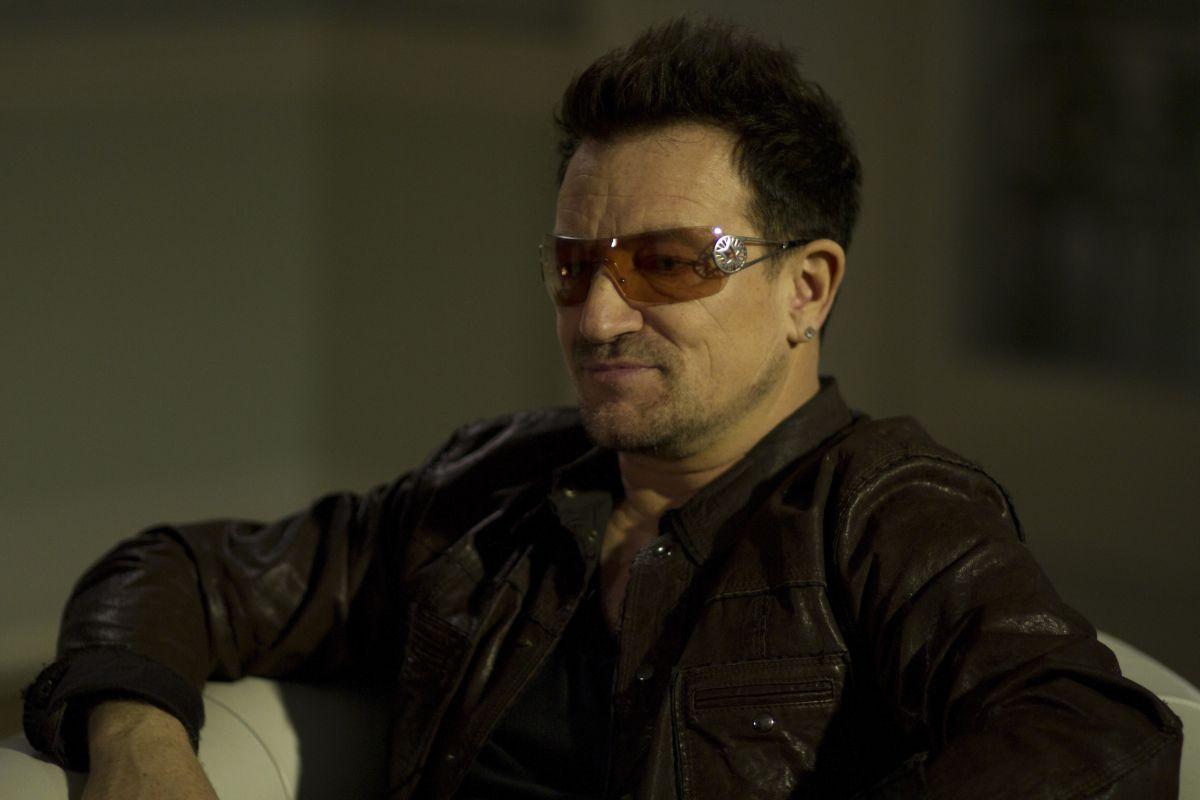 Muscle Shoals - Dove nascono le leggende: il leader degli U2 Bono in una scena del documentario