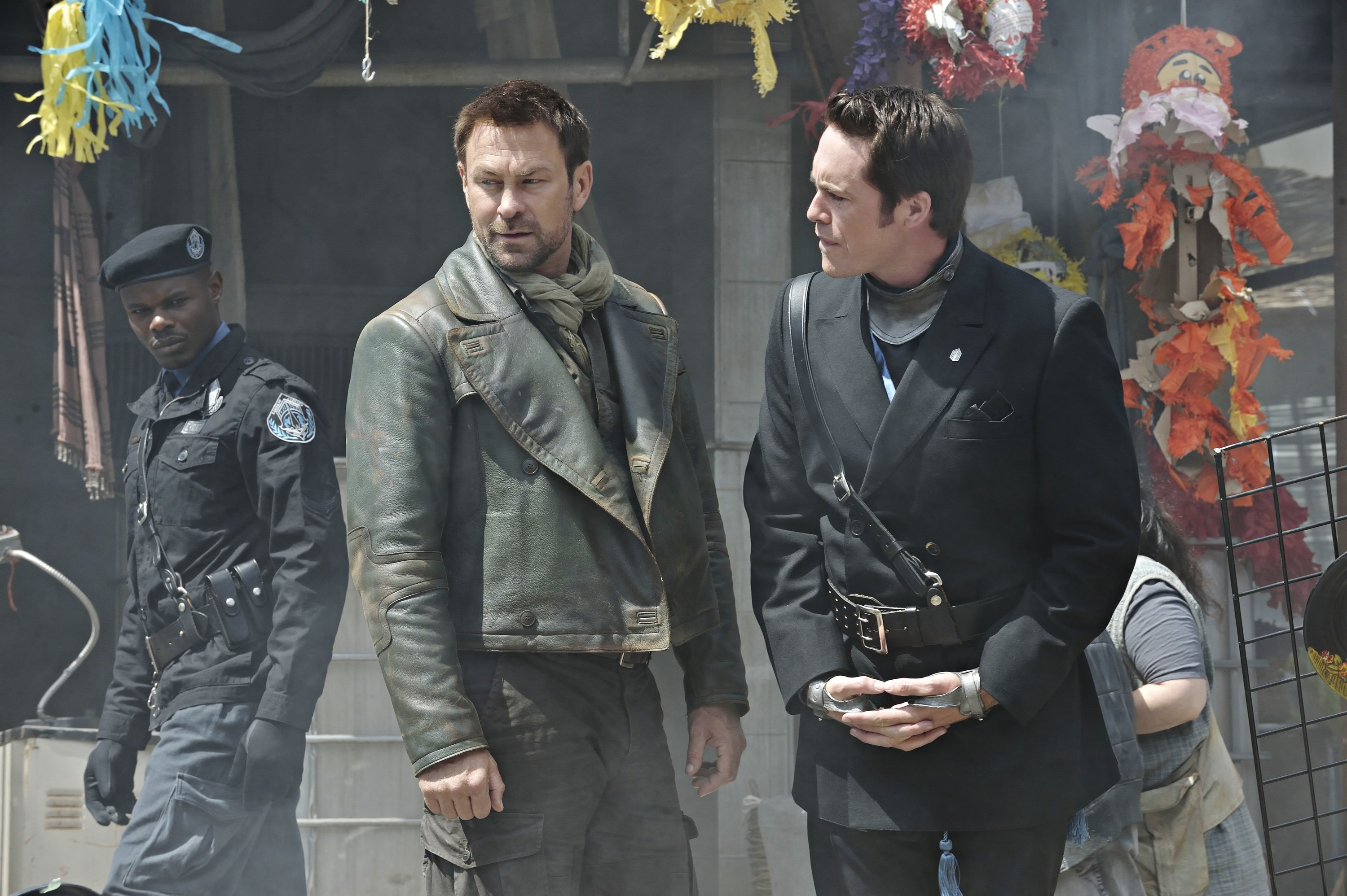 Defiance: una scena dell'episodio In My Secret Life con Grant Bowler