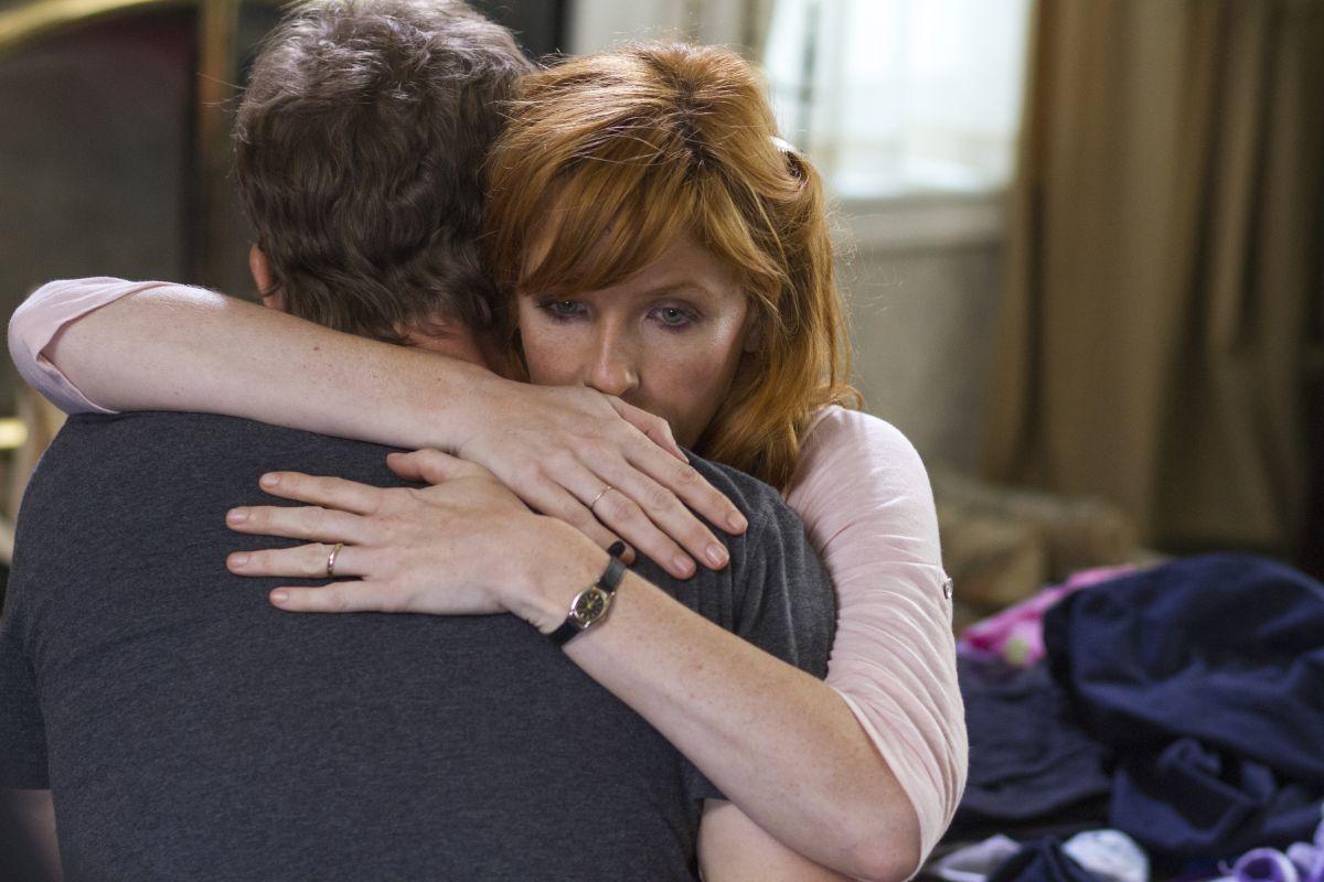 Kelly Reilly abbraccia Greg Kinnear ne Il Paradiso per Davvero