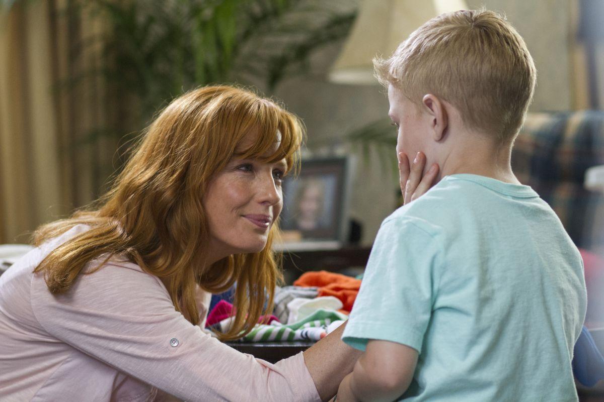 Il Paradiso per Davvero: Kelly Reilly in una tenera scena del film con Connor Corum