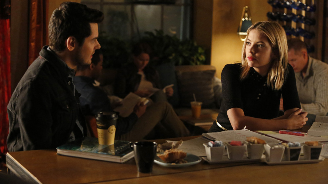 Pretty Little Liars: Ashley Benson e Brendan Robinson nell'episodio Thrown from the Ride