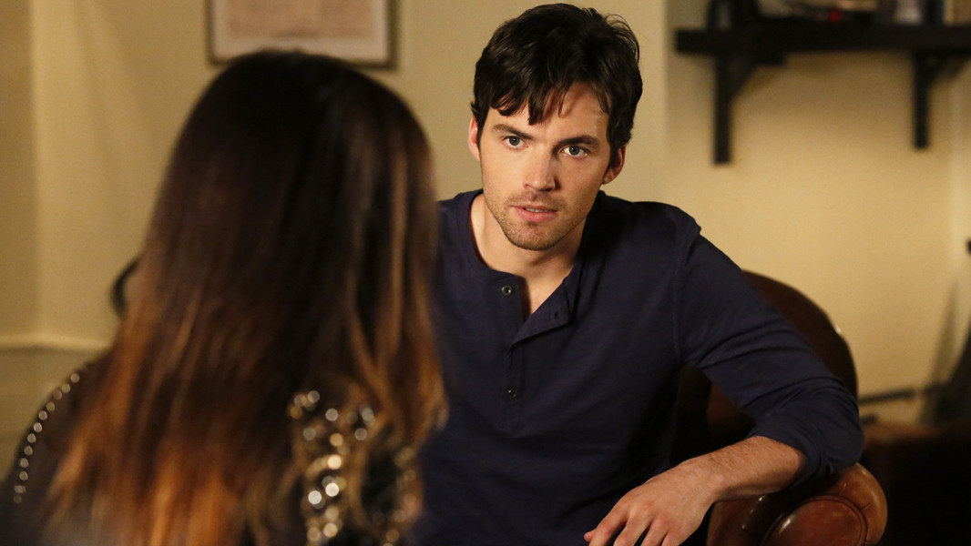 Pretty Little Liars: Ian Harding nell'episodio Thrown from the Ride