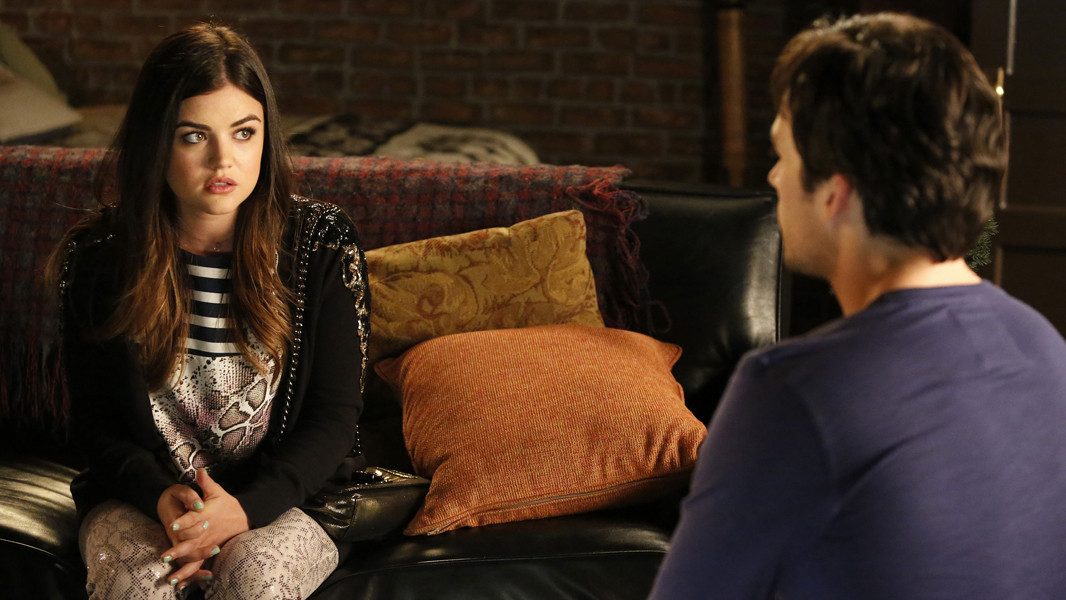 Pretty Little Liars: Lucy Hale e Ian Harding nell'episodio Thrown from the Ride