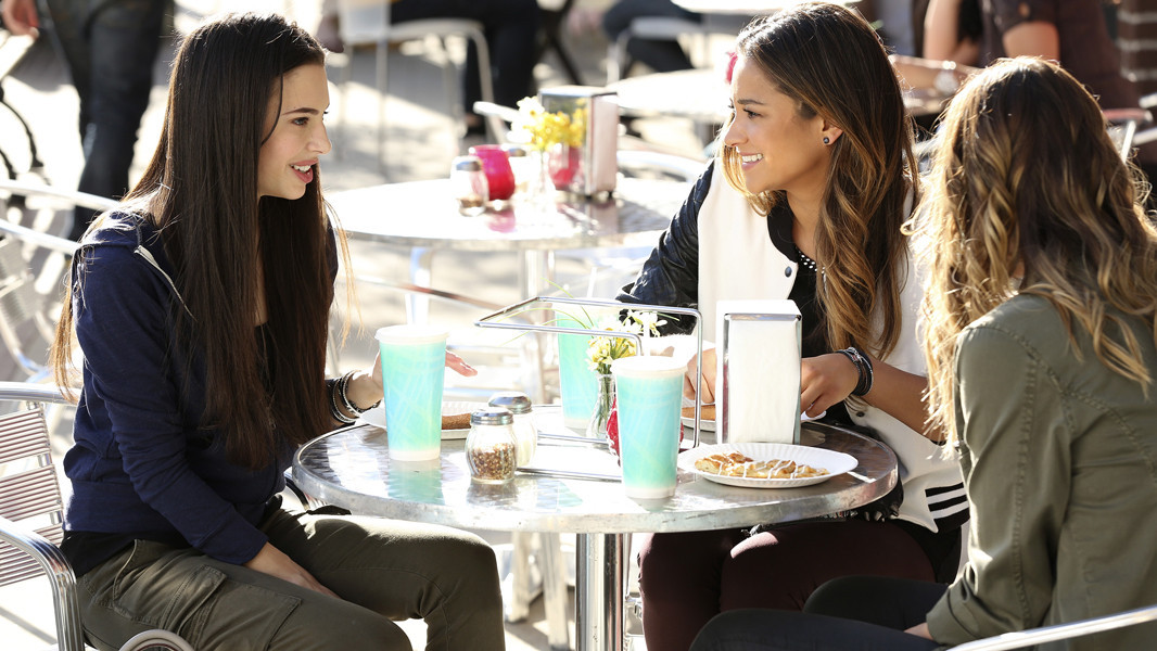 Pretty Little Liars: Shay Mitchell, Chloe Bridges e Lindsey Shaw nell'episodio Thrown from the Ride