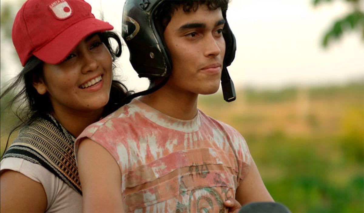 Carlos Humberto Hernandez con Myruam Gutierrez in una scena di Mateo