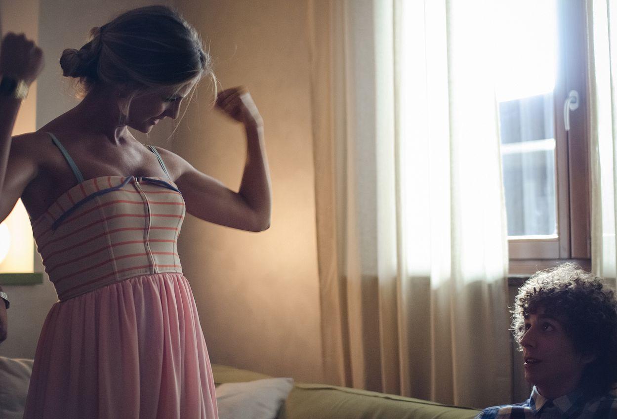 Maicol Jecson: Andrea con la sua fidanzata in una scena del film