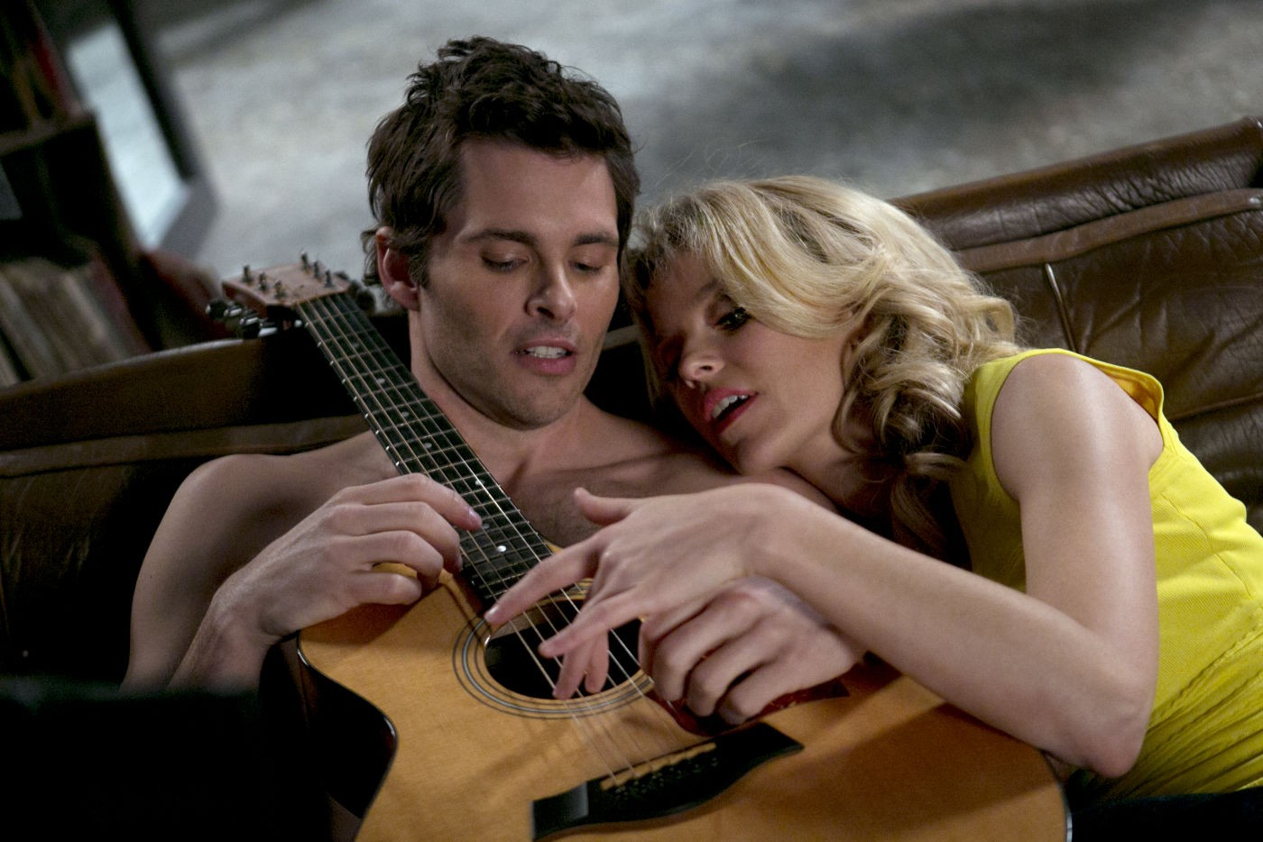 Una notte in giallo: Elizabeth Banks con James Marsden, nei panni di Meghan e Gordon, in una scena della commedia