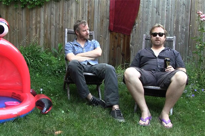 Mistaken for Strangers: Matt e Tom Berninger (rispettivamente leader dei The National e regista) in una scena del film