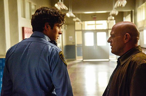 Under the Dome: Alexander Koch e Dean Norris nell'episodio Infestation