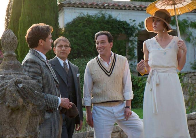 Magic in the Moonlight: Colin Firth e Simon McBurney conversano con due conoscenti