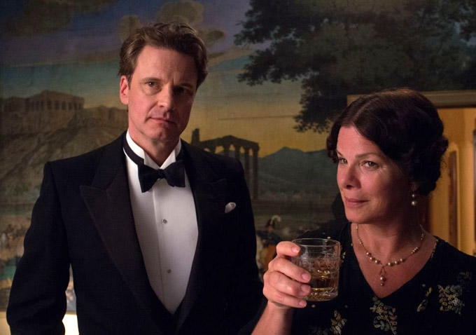 Magic in the Moonlight: Colin Firth e Marcia Gay Harden durante un ricevimento