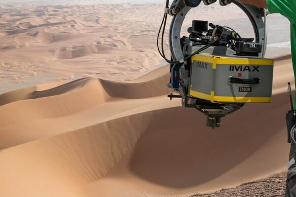 Star Wars: Episode VII - Il deserto di Tattoine con una telecamera IMAX pronta a riprendere