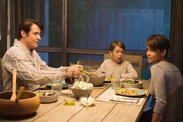 Extant: Halle Berry, Perce Gagnon e Goran Visnjic nel pilot della serie