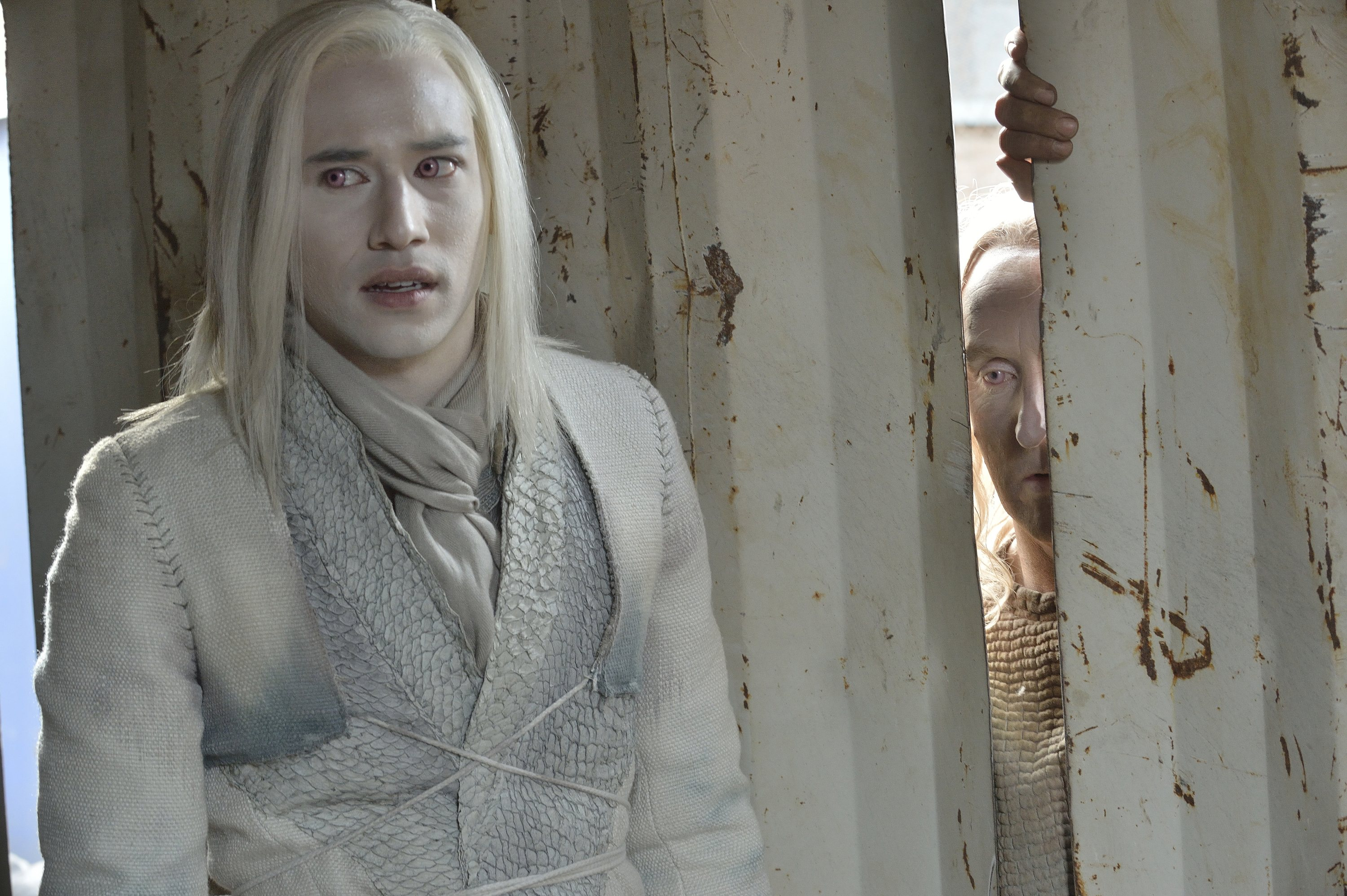 Defiance: Tony Curran e Jesse Rath nell'episodio The cord and the Ax