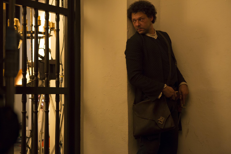 Crossbones: Richard Coyle in un momento dell'episodio Antoinette