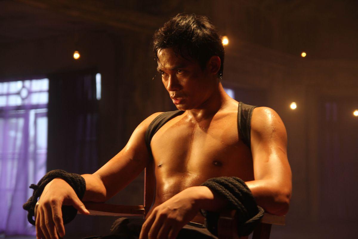 The Protector 2: Tony Jaa prigioniero in una scena del film