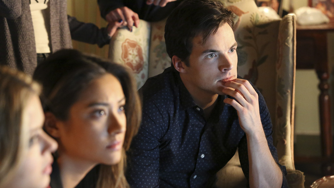 Pretty Little Liars: Ian Harding e Shay Mitchell nell'episodio Miss Me x 100