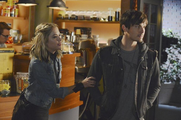 Pretty Little Liars: Tyler Blackburn e Ashley Benson nell'episodio Miss Me x 100