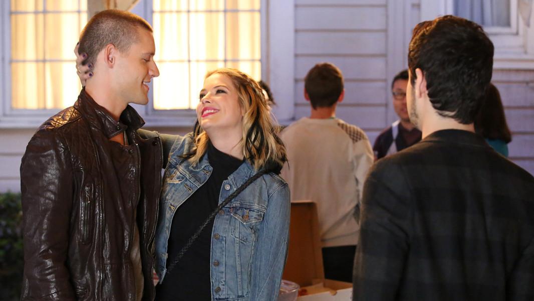 Pretty Little Liars: Luke Kleintank e Ashley Benson nell'episodio Miss Me x 100