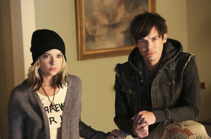 Pretty Little Liars: Tyler Blackburn insieme ad Ashley Benson nell'episodio Miss Me x 100