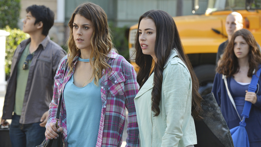 Pretty Little Liars: Lindsey Shaw e Chloe Bridges nell'episodio Miss Me x 100