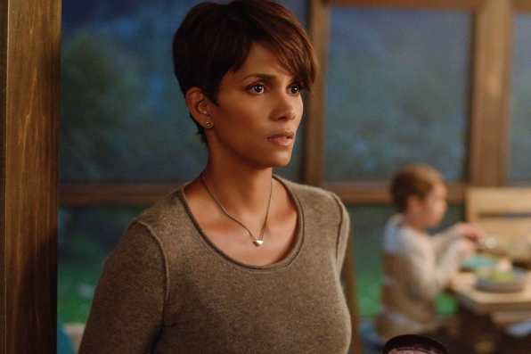 Extant: Halle Berry nell'episodio Reentry