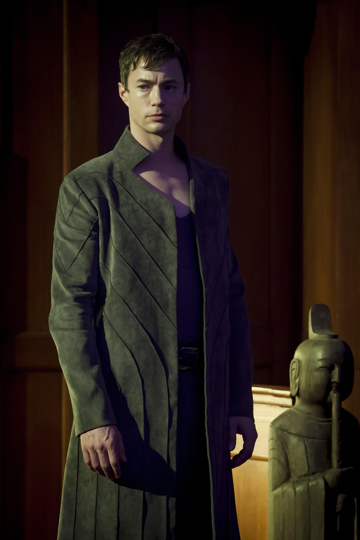 Dominion: Tom Wisdom in una scena dell'episodio The Flood