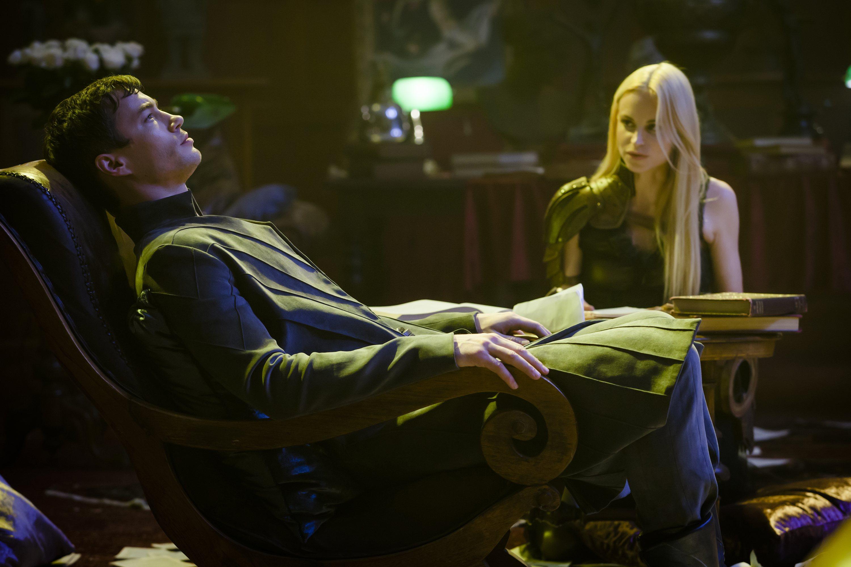 Dominion: Tom Wisdom e Katrine De Candole nell'episodio The Flood