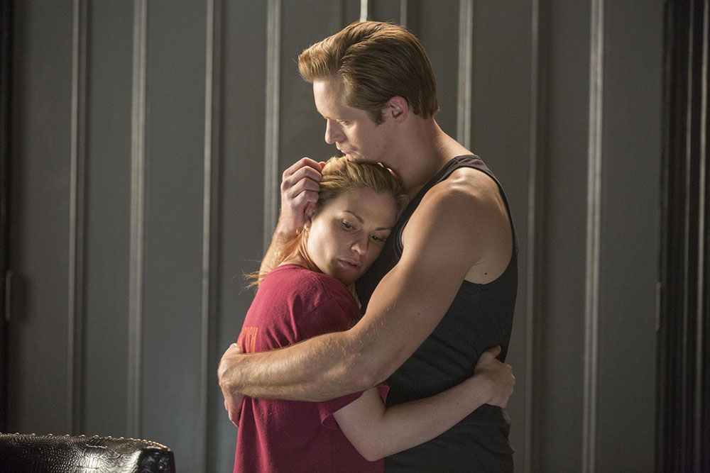True Blood: Alexander Skarsgård e Anna Paquin nell'episodio Death Is Not the End