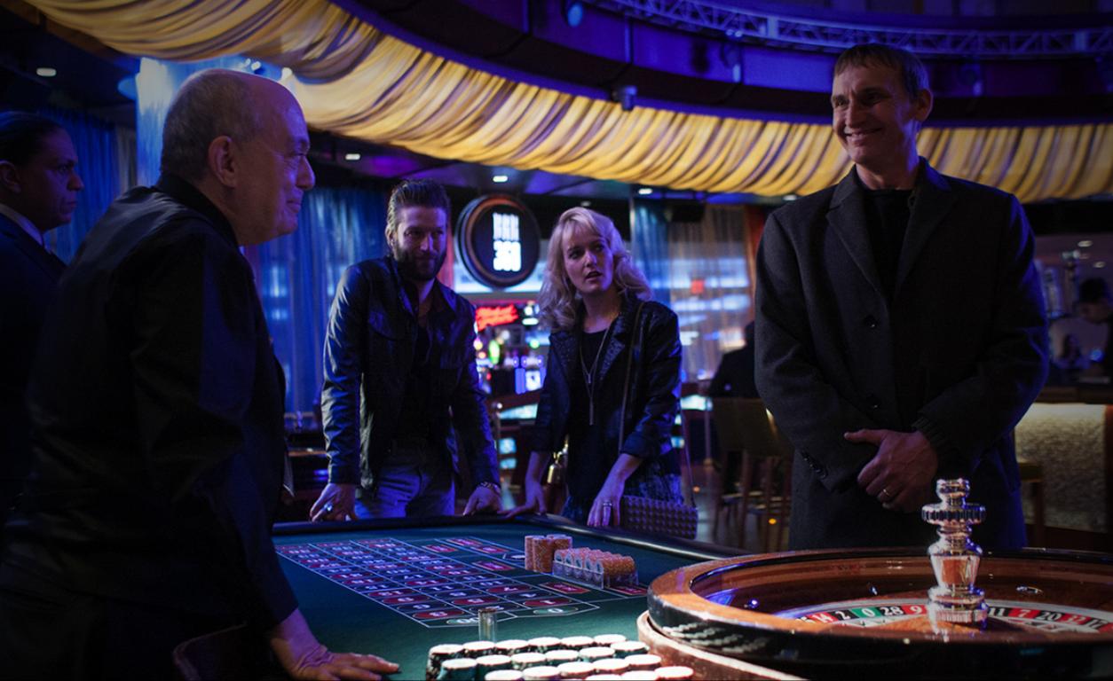 The Leftovers: Christopher Eccleston durante una scena nell'episodio Two Boats and a Helicopter